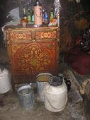Credenza tibetana nella cucina del tempio
