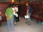 Florio sta valutando un lotto d'armadi dello Shanxi