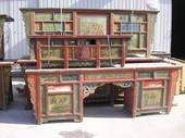 Sotto il sole brillano i decori naif dei mobili mongoli!