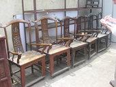 Florio segna sul quadernetto le tre coppie di sedie cinesi acquistate!