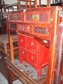 Scrivania cinese in lacca rossa con cassetti finemente intagliati