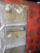 ... ma l'interno dell'armadio va integralmente restaurato!