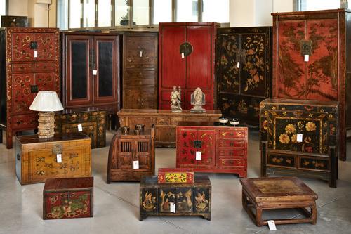 Tavolini orientali idee per il design della casa for Designer di mobili outlet los angeles