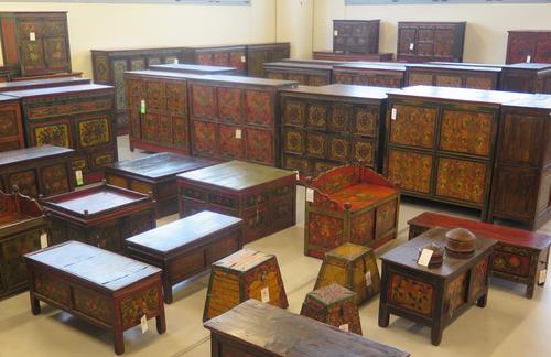 Latitudini mobili outlet 1400 mq vendita mobili etnici - Mobili tibetani antichi ...