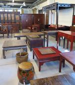Letto Cinese a Baldacchino e tavoli