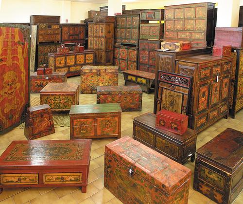 Latitudini mobili la collezione di mobili tibetani for Mobili etnici roma