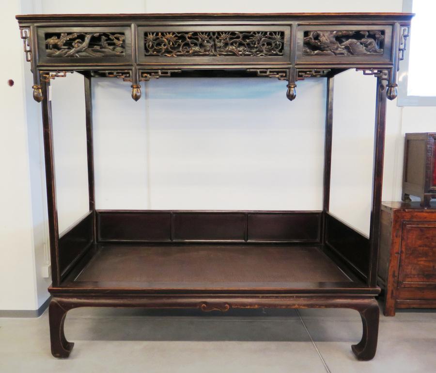 Grande letto cinese con baldacchino tavoli tavolini - Letto a baldacchino in ferro battuto ...